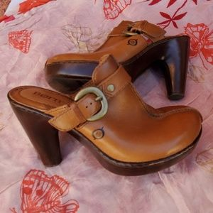 Born beo we n color clogs size 6